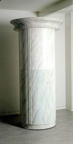 Helrund donpelare med marmorerad finish.