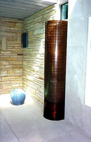 Frånluftsdon tillverkat i syrabehandlad kopparplåt försett med klarlackering. Anslutning underifrån.
