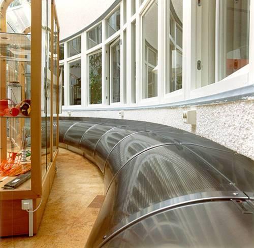 Specialdon i bågformat utförande. Tillverkat i rostfri stålplåt, borstad yta. Total längd 25 m, luftflöde 2500 l/s.