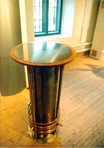 'Bernsdonet' helrunt lågimpulsdon med anslutnings dimension 250 mm. Tillverkat i rostfri stålplåt, borstad yta, med detaljer i mässing och trä. Luftflöde 120 l/s.