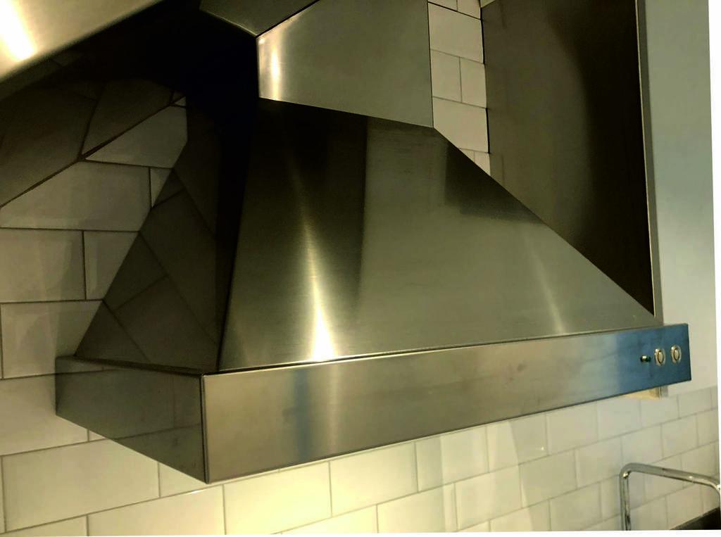 EKT vägghängd kökskåpa i rostritt utförande