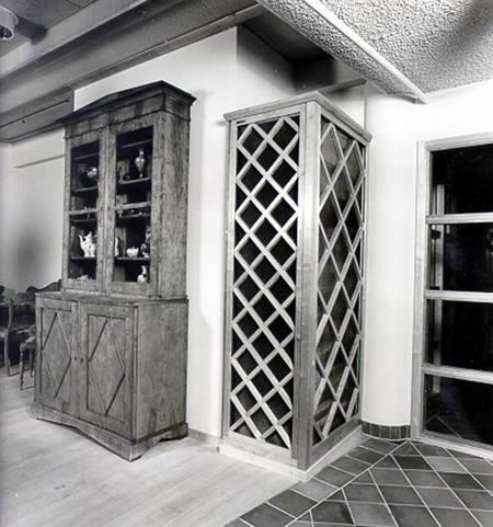 Ett av flera skräddarsydda don, levererade till Kyrkanshus, Uppsala. Tillverkat i stålplåt, sträckmetall och detaljer i trä.